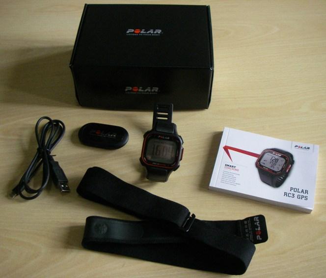 Le contenu du colis : la montre bien sûr, la ceinture avec l'émetteur, la câble pour le transfert des données et le rechargement de la batterie, le manuel