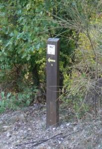Voici un balisage facile à repérer. Par contre, avez-vous trouvé celui sur la photo ci-dessous ?