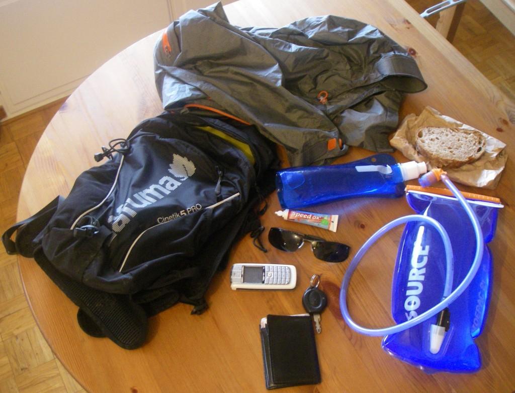 Contenu du sac pour la sortie longue au Ventoux : tout y est, sauf l'appareil photo (forcément ;-))