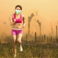 Que risque-t-on à courir dans un air pollué ? (crédit photo : Tom Wang, shutterstock.com)