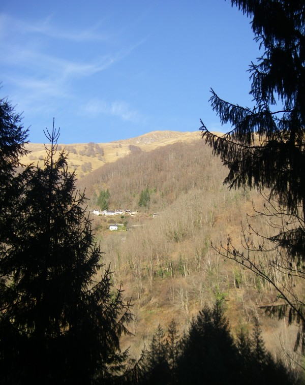 L'objectif du jour vu de la vallée, au départ.