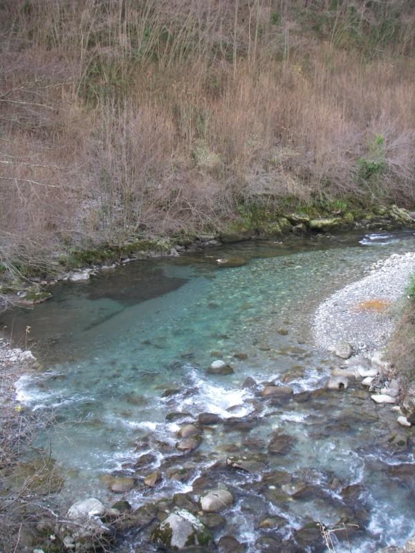 L'eau est d'un bleu superbe en ce mois de décembre.